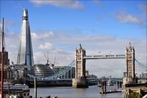 A modernidade do Shard, à esquerda, em contraste com a Tower Bridge, cartão-postal da cidade. Foto: George Rex - https://www.flickr.com/photos/rogersg/