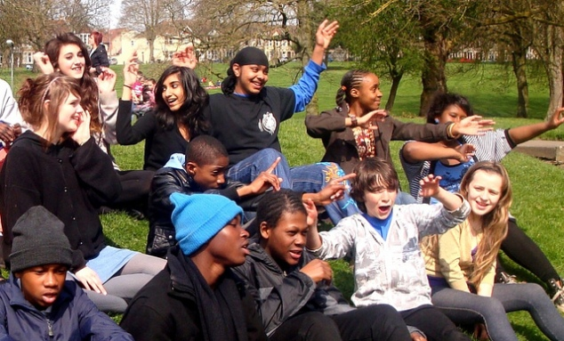 Children having fun, singing in the park for passerbys. Photo: U.S. Embassy London - https://www.flickr.com/photos/usembassylondon/