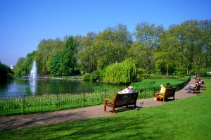 St. James's Park, from FreeFoto.com - http://www.freefoto.com/preview/31-06-4/Lake--St-James-s-Park--London