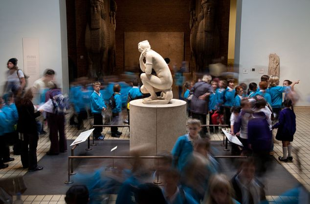 School children visiting the British Museum – Photo: Jorge Royan - http://www.royan.com.ar/Royan/Home.html